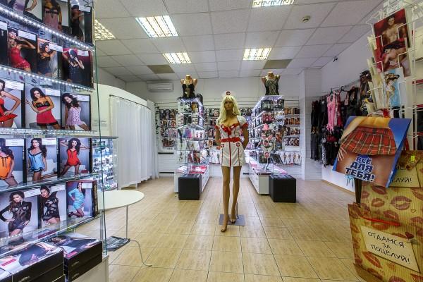 русский секс в магазине одежды